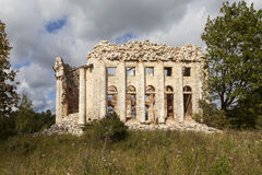 领港教会的废墟第五座山的 Volosovsky区 冬天 俄国 库存照片