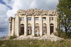 领港教会的废墟第五座山的 Volosovsky区 冬天 俄国 免版税库存图片