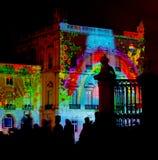 频谱扫描指示在大厦墙壁 免版税库存照片