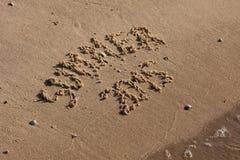 题字在沙子夏天 免版税库存图片