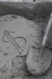 题字在水泥的美元与修平刀 库存照片