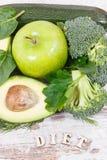 题字饮食用绿色包含自然矿物、维生素和纤维,健康营养概念的水果和蔬菜 图库摄影