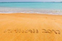 题字& x22; 夏威夷2017& x22;做在美丽的海滩 库存照片