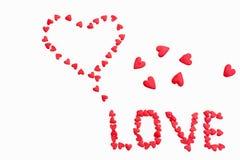 题字`爱`由小心脏做成在白色背景 免版税库存图片