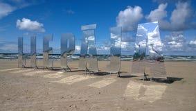 题字& x22; Liepaja& x22;在海岸 免版税库存照片