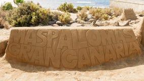 题字Maspalomas雕刻在沙子的大加那利岛 免版税库存图片
