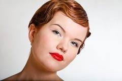 题头丢失妇女年轻人的可爱的纵向红& 免版税库存图片