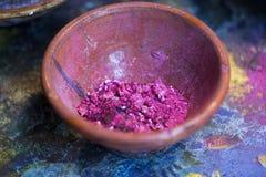 颜料和颜色在碗 免版税库存照片