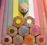 颜色五颜六色的蜡笔 免版税库存照片