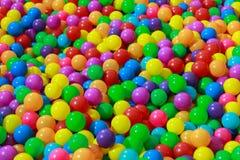 颜色塑料球 免版税图库摄影