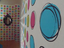 颜色墙壁在房子里 免版税库存照片