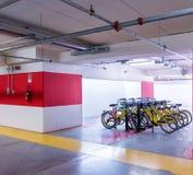 颜色对比地下作用停车 库存图片