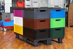 颜色条板箱 免版税库存图片
