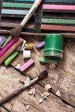 颜色油漆、蜡笔和铅笔 免版税图库摄影
