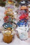 颜色油漆罐头 库存照片