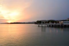 颜色爆炸在日落的在特拉西梅诺湖在翁布里亚- I 免版税库存图片