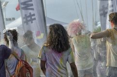 颜色的竞争者跑肮脏,但是愉快 免版税库存照片