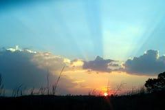 颜色的范围作为太阳落山在南非 库存照片