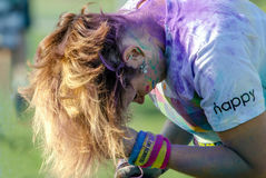 颜色种族的5k多灰尘的竟赛者 免版税库存照片