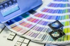 颜色管理在与放大镜的晒印方法中 免版税库存照片