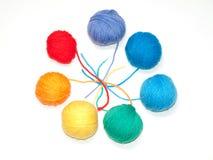 颜色编织的集合羊毛纱线 图库摄影