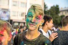 颜色节日的女孩  免版税库存照片
