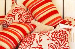 颜色质朴的枕头 免版税库存图片