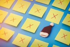 颜色贴纸和一个选择的圣诞老人帽子 图库摄影
