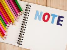 颜色铅笔和笔记本17 免版税库存图片