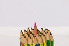 颜色铅笔捆绑铅笔的插入物中心 库存照片