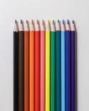 颜色铅笔线在灰色背景的 免版税库存图片
