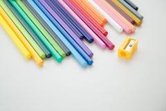 颜色铅笔蜡笔行  免版税库存图片