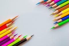 颜色铅笔被隔绝在白色背景关闭  免版税库存图片