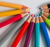 颜色铅笔错过一种颜色的套 免版税库存照片