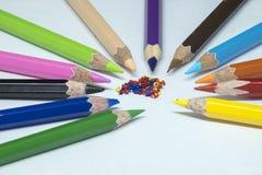 颜色铅笔,颜色铅笔刮脸 库存照片