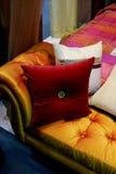 颜色长沙发 免版税库存照片
