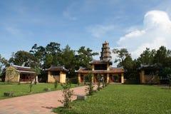颜色香水河寺庙越南 免版税图库摄影