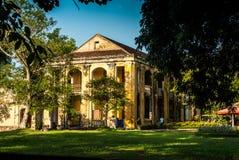颜色,越南- 2015年11月11日:在紫色紫禁城里面的老豪宅 库存照片