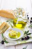 额外处女橄榄油用面包 免版税库存图片