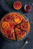 颠倒的血橙蛋糕 免版税图库摄影