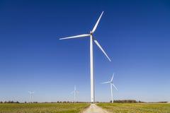 风力场在中央印第安纳 风和太阳绿色能量地区变得非常普遍在农业社VII 免版税库存图片