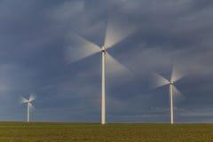风力涡轮在多布罗加,罗马尼亚 库存图片