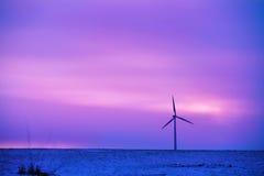 风力驱动的电植物 免版税库存图片