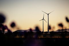 风力驻地在晚上太阳 图库摄影