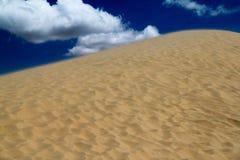 风吹的沙丘 免版税库存照片
