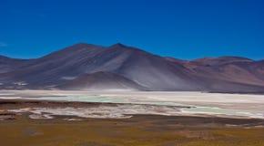风在山的打击盐在智利 免版税库存图片