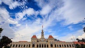 风在越南震动在政府大厦的旗子 股票录像