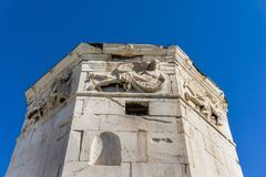 风塔在罗马市场上在雅典希腊,它是功能作为`钟表`的钟楼 免版税库存照片