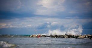 风大浪急的海面在Romagna 图库摄影