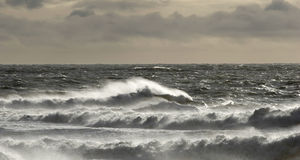 风大浪急的海面多暴风雨的天气 库存照片